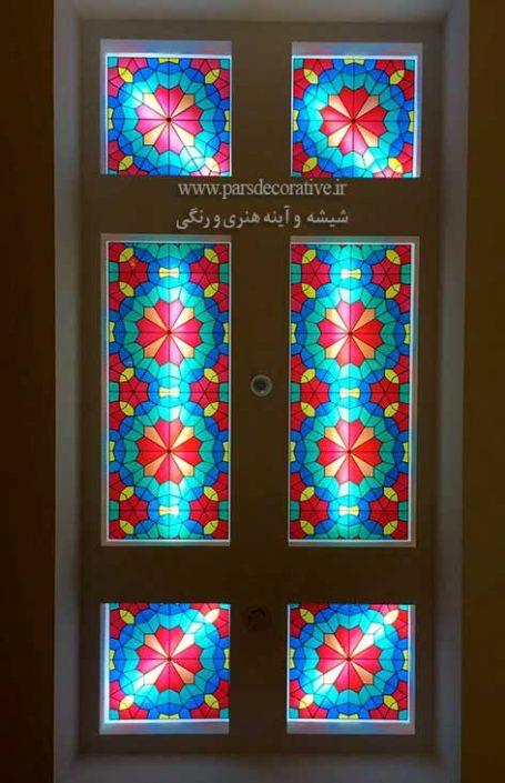 شیشه رنگی سنتی کار شده در سقف راهرو بک لایت