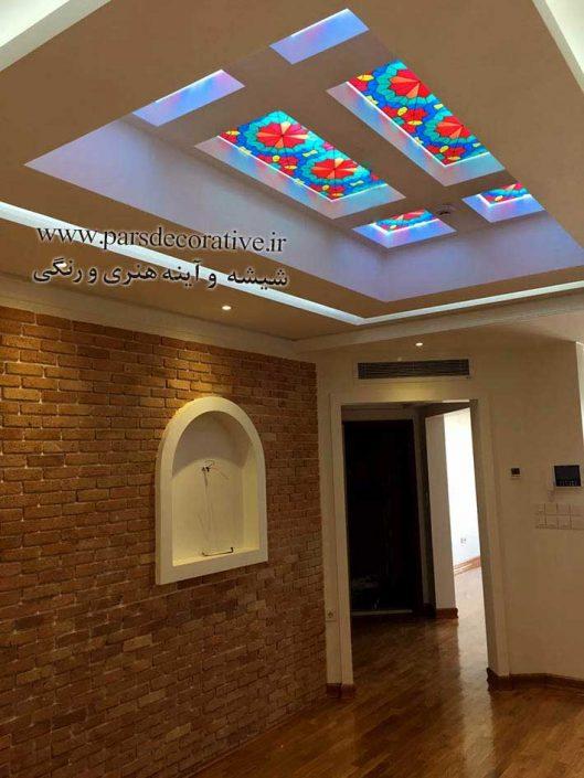 نقاشی سنتی روی شیشه سندبلاست بک لایت در سقف راهرو