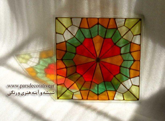 بازتاب نور از شیشه های رنگی