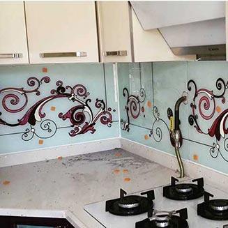 نقاشی روی شیشه در آشپزخانه