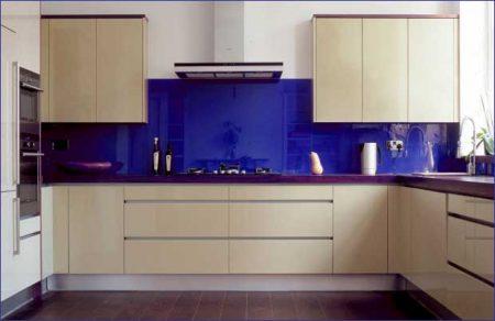 شیشه رنگی در دکوراسیون آشپزخانه
