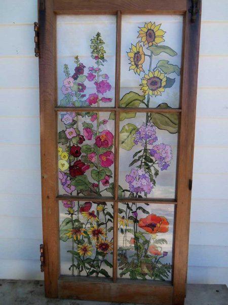 طرح گل روی پنجره قدیمی