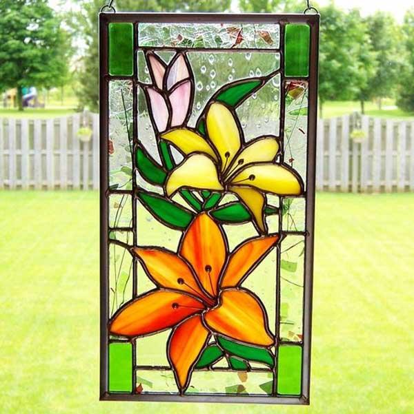 ویترای گل روی شیشه پنجره