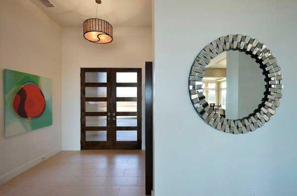 آینه های تراش خورده در ورودی ساختمان