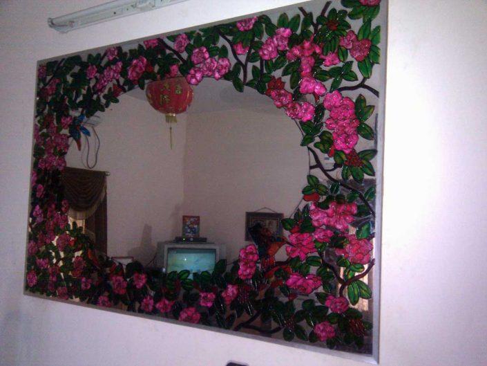 طرح گل و مرغ روی آینه