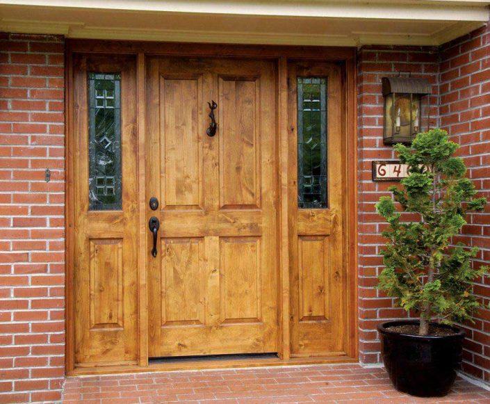 شیشه ویترای کار شده در درب ورودی