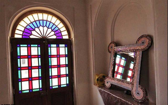 شیشه رنگی سنتی نقاشی شده