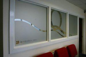 کاربرد شیشه سندبلاست در دکوراسیون داخلی